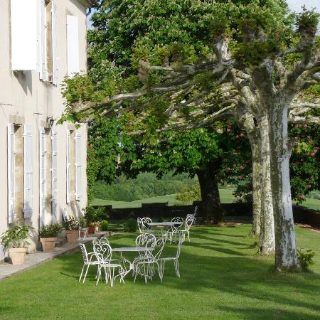Vic-Fezensac - Gers 32 - tables hôtes - terrasse
