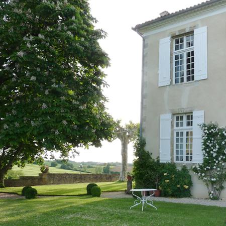 Vic-Fezensac - Gers 32 - tables hôtes - jardin